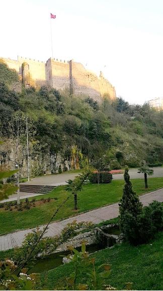 قلعة طرابزون يعود تاريخها إلى الامبراطورية البيزنطية