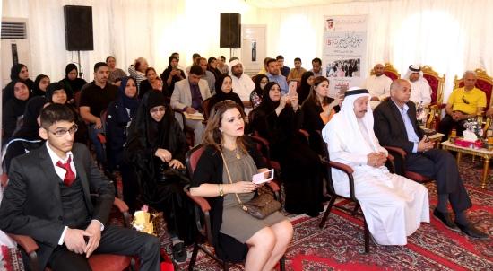 الحضور يستمع لكلمة رئيس التحرير