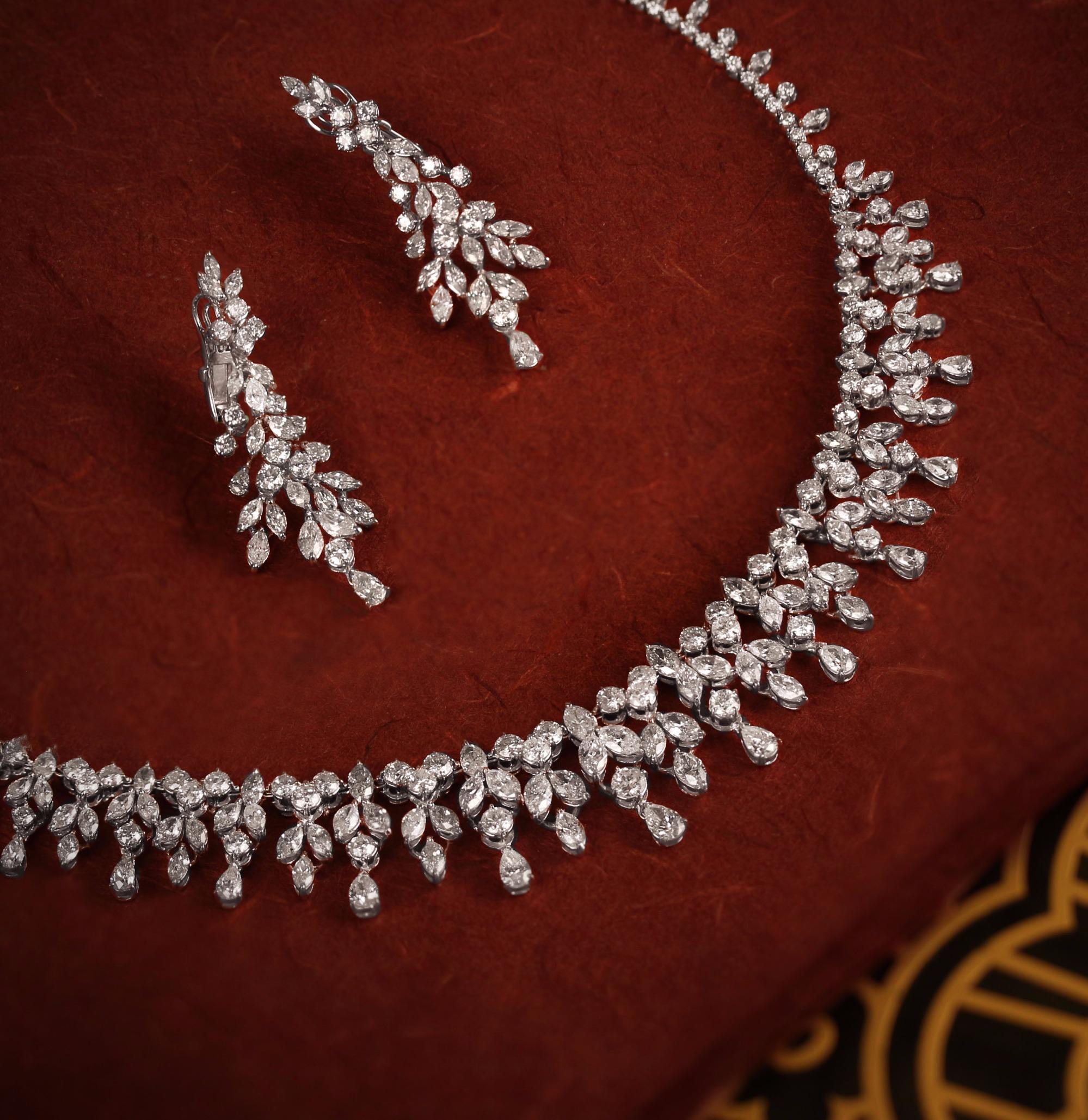طقم من الماس تصميم  دقيق مستوحاة من  الطبيعة