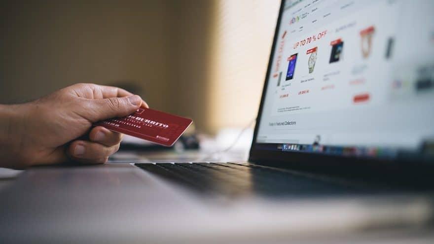 يعتقد 33% من المستطلعين أن التسوق عبر الإنترنت هو بنفس مستوى أمان التسوق من المتاجر التقليدية.