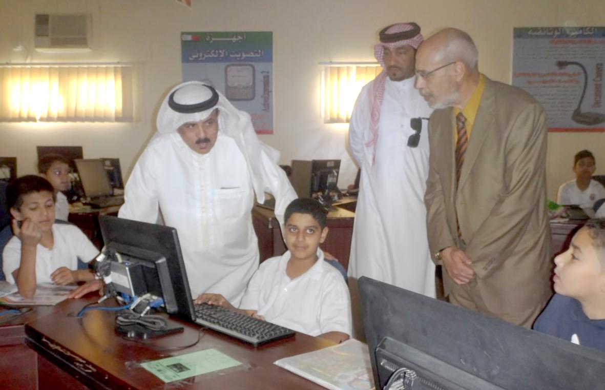 وزير التربية يطلّع على مشاريع مدرسة مالك بن أنس
