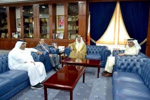 وزير «التربية» يستقبل رئيس ومدير تحرير «الوسط» ويُشيد بنجاح معرض الكتب المستخدمة