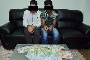 القبض على شخصين قاما بسرقة أموال وأجهزة إلكترونية وإتلاف عدد من الممتلكات بعدة مناطق بالبحرين