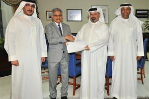 البحرين : وزير المالية يتسلم 1.72 مليون دينار حصيلة مزاد الأرقام المميزة للوحات السيارات