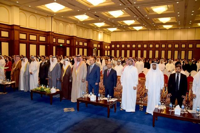 وزير العمل لدى حضوره حفل يوم العمال العالمي الذي نظمه الاتحاد العام لنقابات عمال البحرين أمس