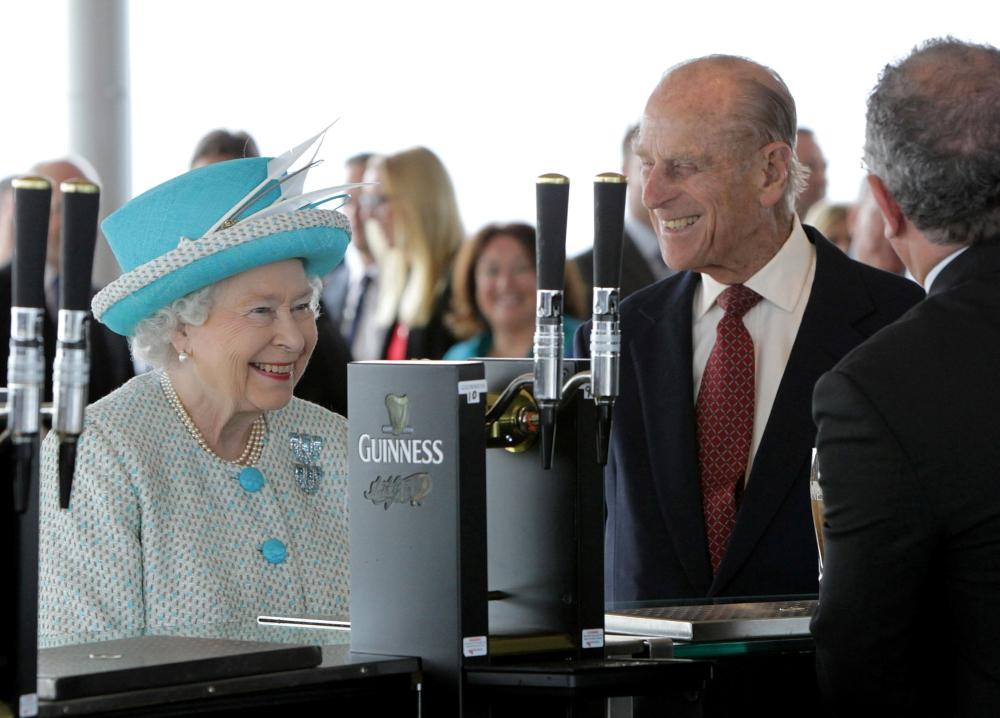 الأمير فيليب زوج الملكة إليزابيث يوقف مهامه الرسمية في ...