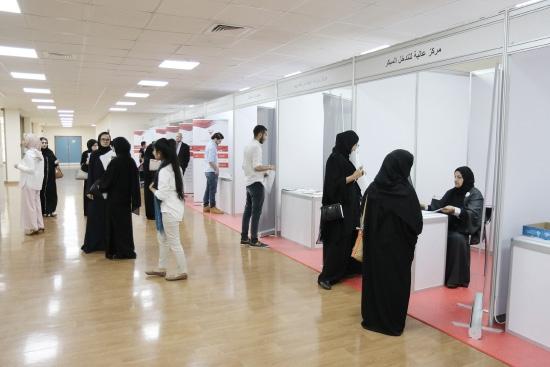 زوار معرض التوظيف في مقر وزارة العمل والتنمية الاجتماعية - تصوير أحمد آل حيدر