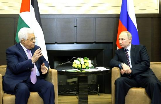 محمود عباس يلتقي فلاديمير بوتين في روسيا