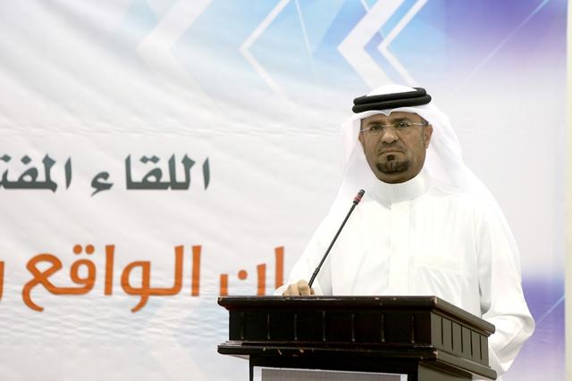 العضو البلدي حسين الخياط أثناء إلقاء كلمته