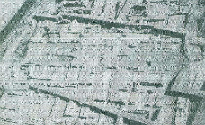 آثار الحصن في موقع قلعة البحرين