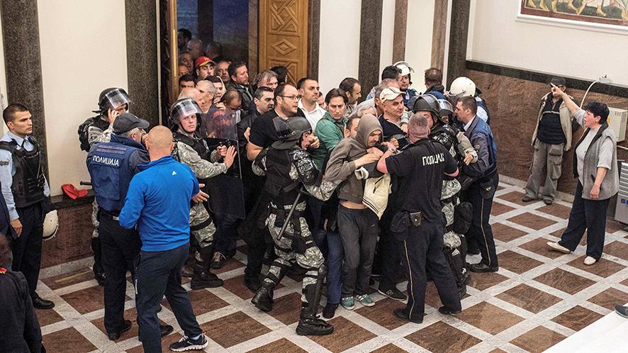 اقتحام البرلمان المقدوني (ارشيفية)