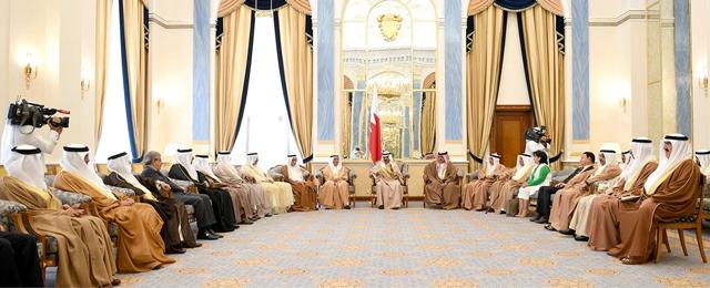 سمو رئيس الوزراء مستقبلاً عدداً من الفعاليات التجارية والفكرية والصحافية