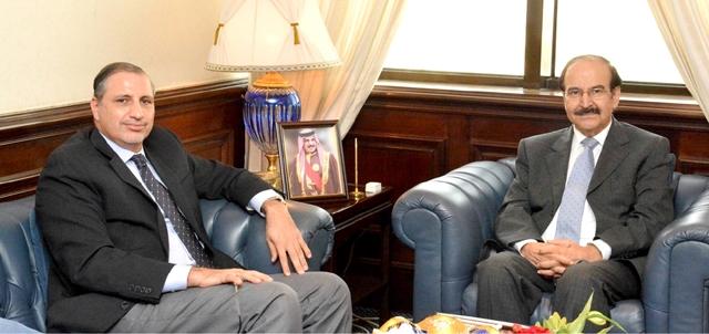 الوزير ميرزا مستقبلاً المنسق المقيم للأمم المتحدة بالبحرين