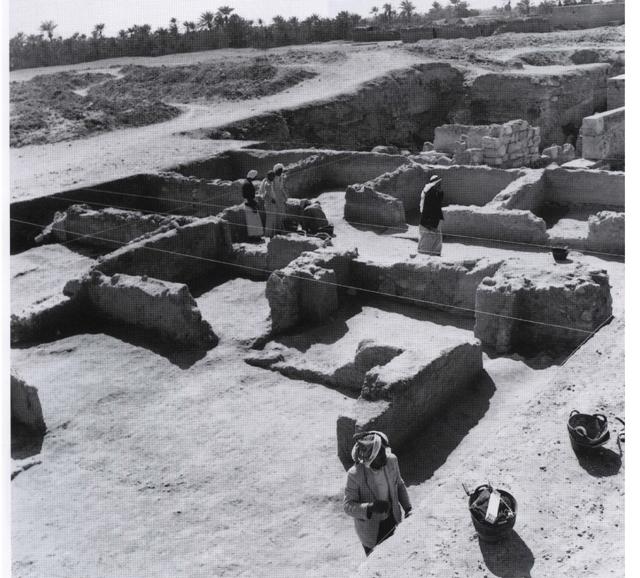 آثار المدينة/ القرية الإسلامية في موقع قلعة البحرين (Hojlund & Andersen 1994)