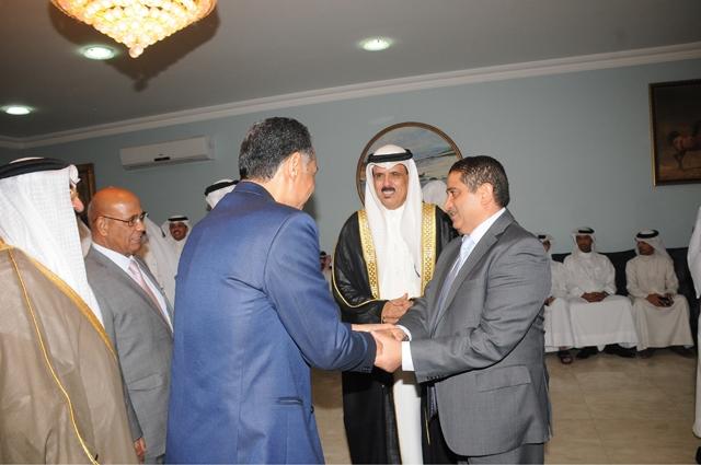 رئيس تحرير «الوسط» منصور الجمري في مجلس الوزير النعيمي