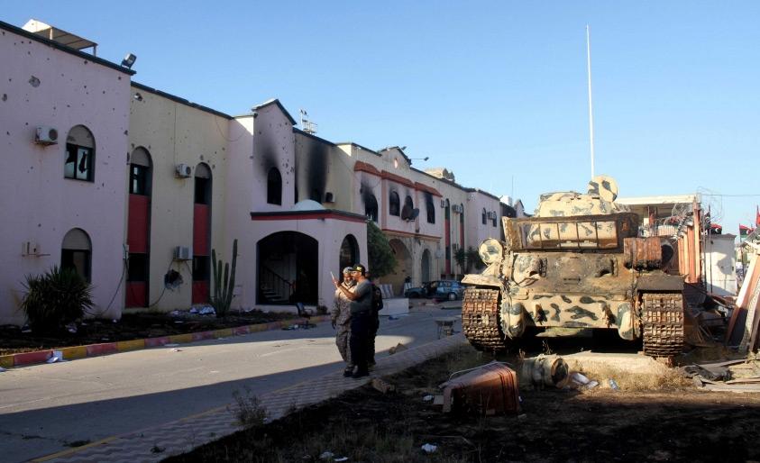 قوات ليبية موالية للحكومة المدعومة من الأمم المتحدة عند سجن الهضبة - REUTERS