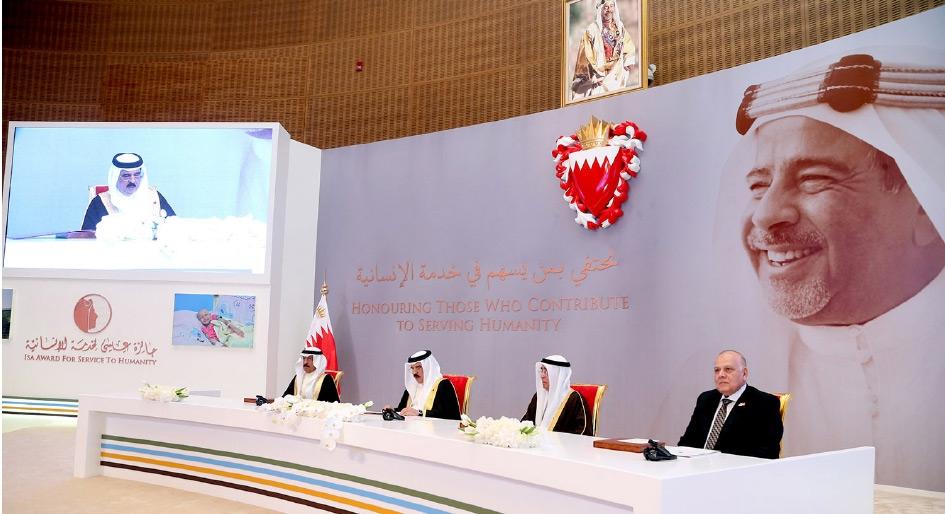 جلالة الملك بحضور سمو رئيس الوزراء يشمل برعايته الكريمة حفل تسليم جائزة عيسى لخدمة الإنسانية - بنا